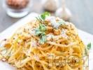 Рецепта Спагети Алио е олио - паста със зехтин, чесън, пармезан и магданоз
